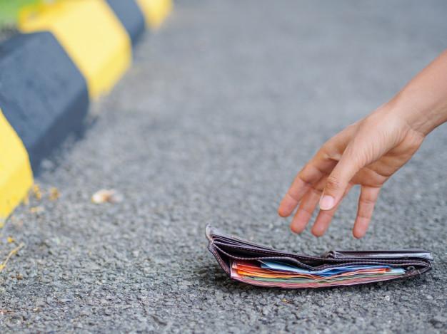 حکم مالی که پیدا می کنیم چیست؟
